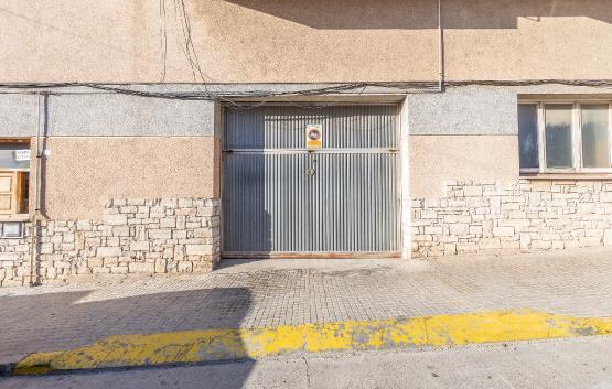 Car parking  Calle montsec. Plaza de aparcamiento en guissona, lerida. dispone de una superf