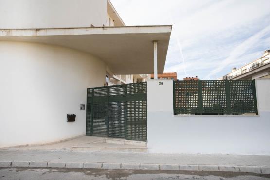 Parking voiture  Calle bascula. Plaza de aparcamiento en massalfassar, valencia. cuenta con una
