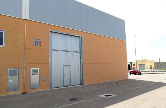 Nau industrial  Carretera ulldecona, 34. Nave industrial adosada de reciente construcción, situada en el