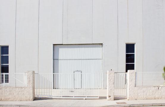 Nau industrial  Calle embat, 12. Nave industrial adosada sin uso específico que dispone de cfo. l