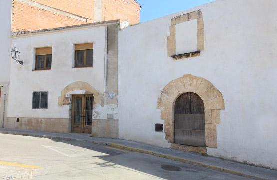 Solar urbano  Calle alt de sant pere. La casa se compone de dos pisos y de un corral contiguo a ella.