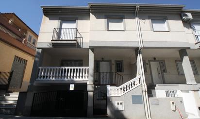 Casa adosada en venta en Residencial Triana - Barrio Alto