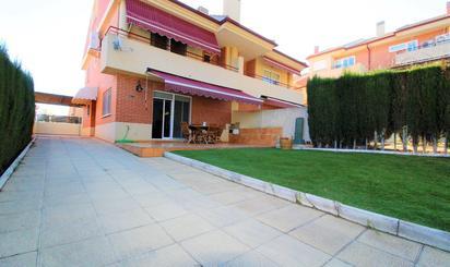 Casa adosada de alquiler en Altorreal