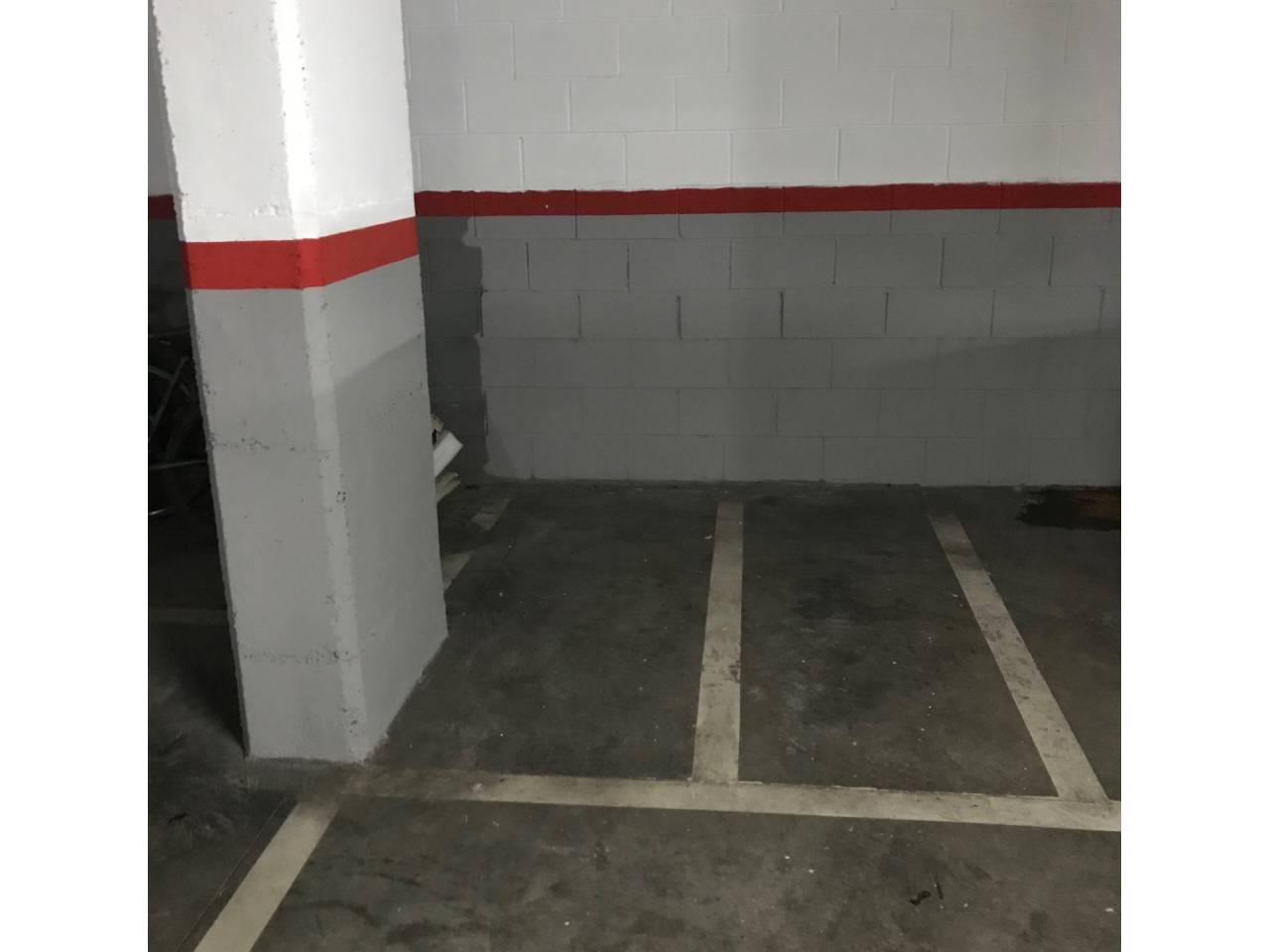Alquiler Parking coche  Calle angel vidal, 33. Se alquila plaza de parking para moto en el centro de sitges en