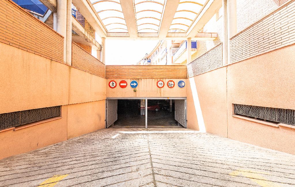 Parking coche  Verge del pilar, 32
