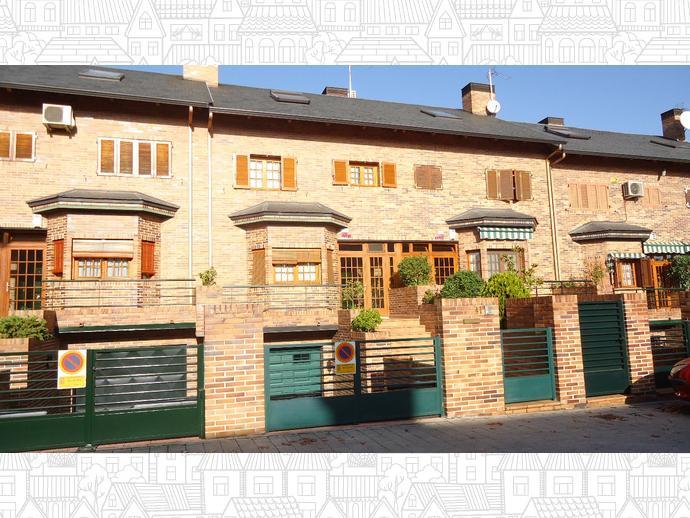 Casa adosada en getafe en norte en calle do a mariquita la for Calle jardines getafe