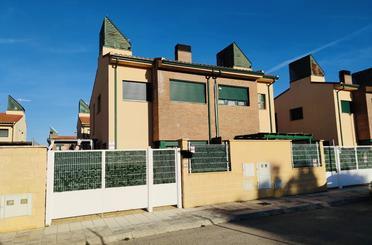 Casa adosada en venta en Calle Sierra de Gredos, Pioz