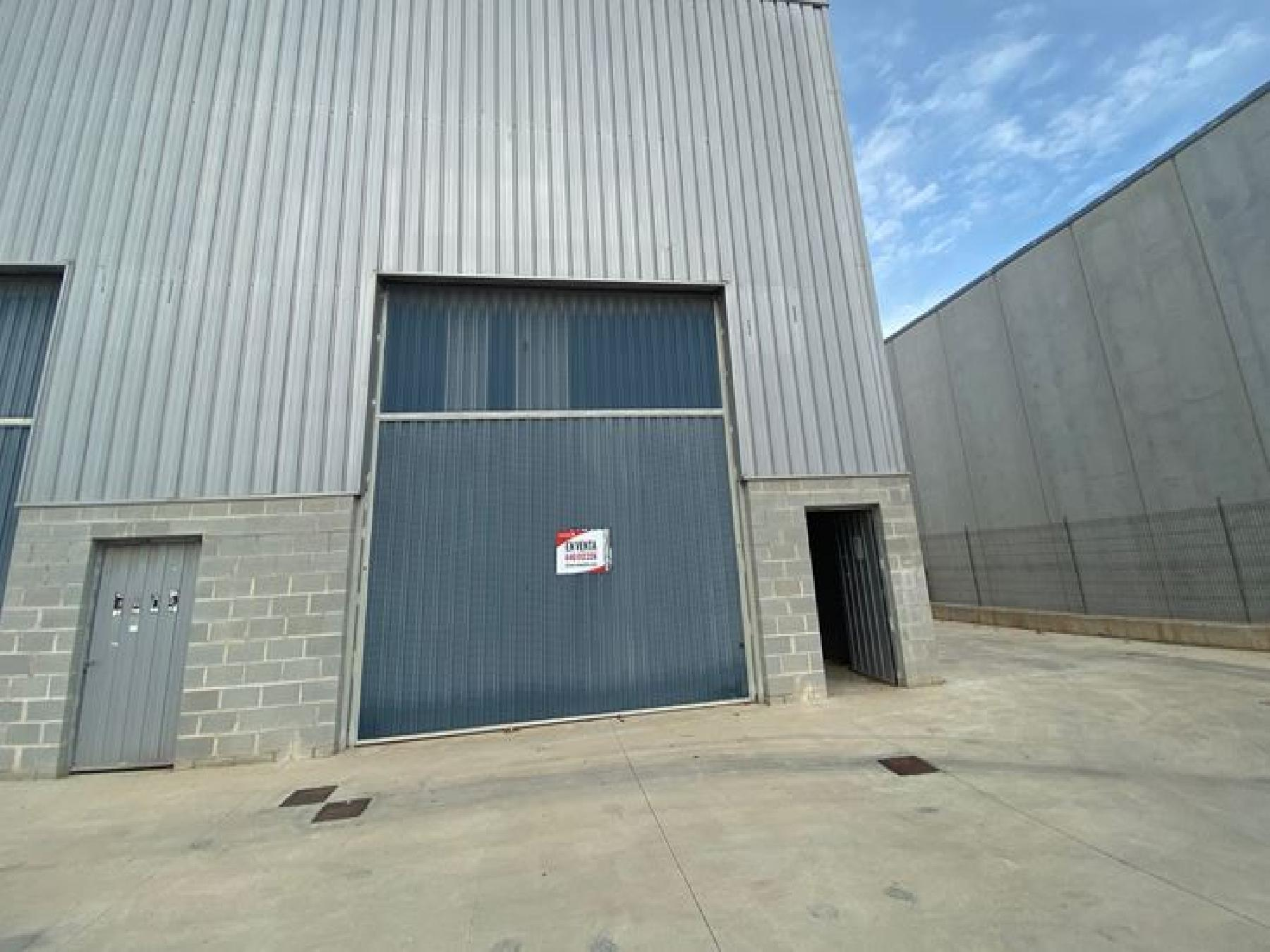 Rent Industrial building in Centrevila