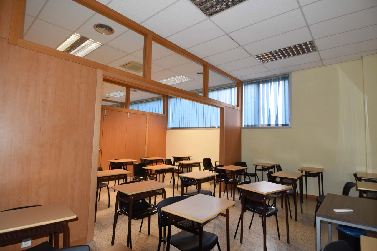 Bureau à Eixample Sud-Migdia. Oficina de 400 m2 al lado de estación de autobuses/renfe/ave