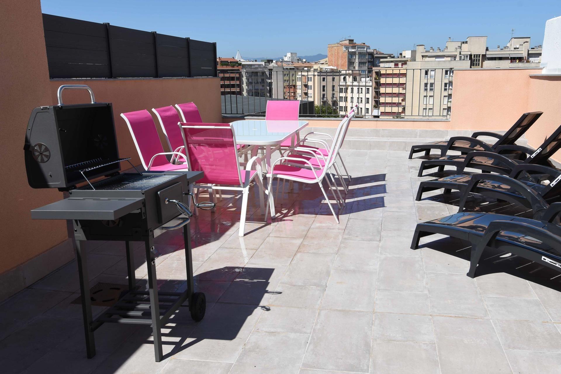 Alquiler Piso  Centro - barri vell. Apartamento ático con terraza  de 55m2 de 3 dormitorios y 2 baño