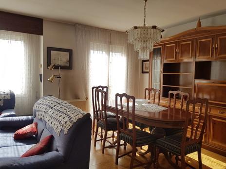 Single family semi detached to rent at España