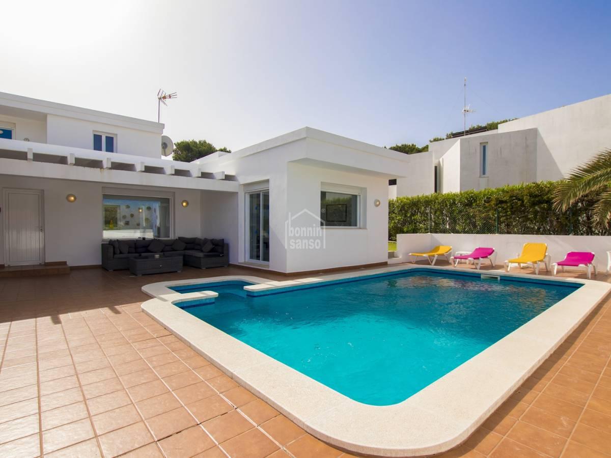 Casa  Son parc. Villa contemporánea con orientación a poniente cerca de la playa