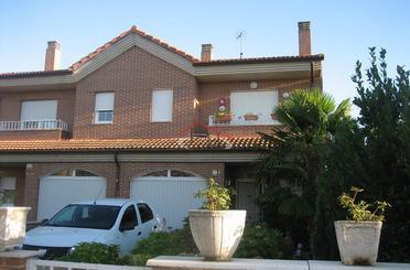 Casa adosada en venta en El Cueto, Onzonilla