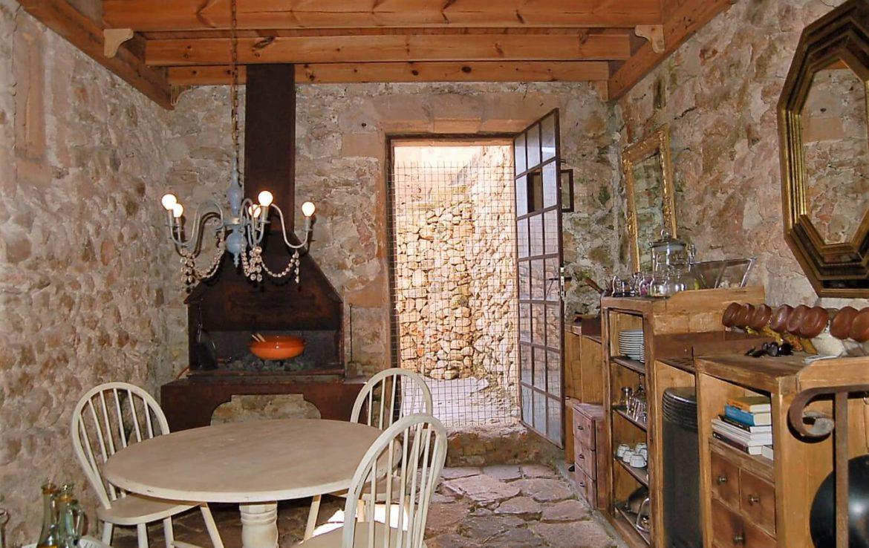 House  Calle aim property, 77. Increíble oportunidad de reformar un hermoso edificio para casa