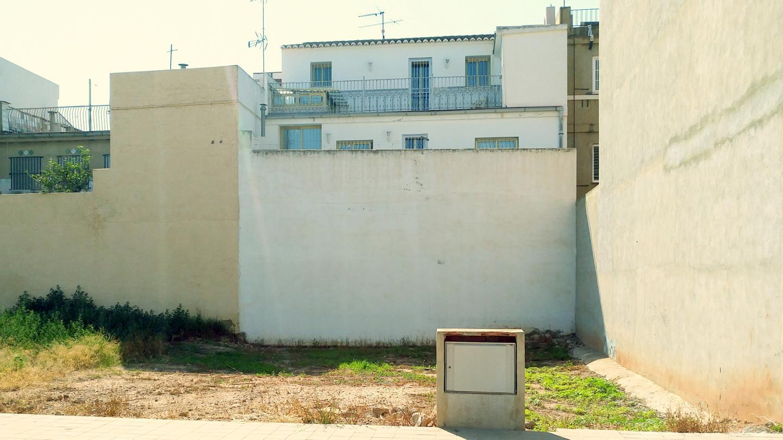Stadtgrundstück  Calle valencia. Esta parcela de terreno urbano en foios (valencia), tiene unas d