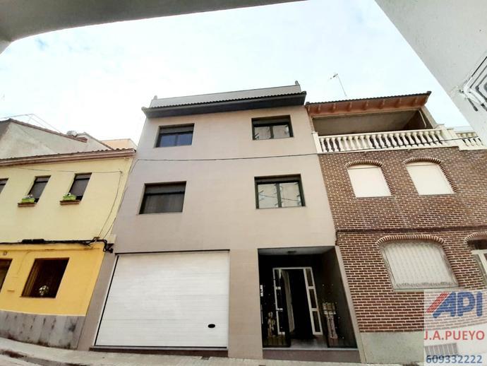 Foto 1 de Casa adosada en venta en Calle Nuestra Señora de Begoña, 22 La Bozada – Parque Delicias, Zaragoza