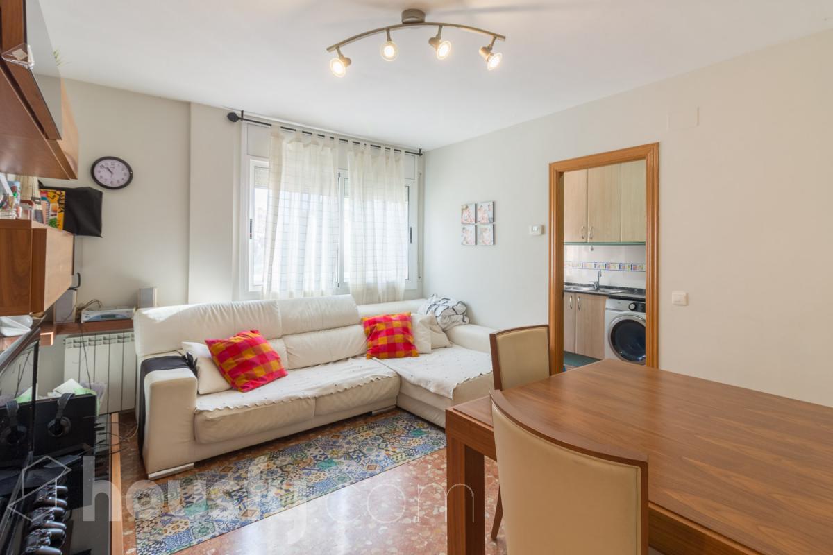 Piso  Calle carrer d'agustina d'aragó, 00. Estupendo piso en castelldefels.  housfy, sin comisiones de inmo