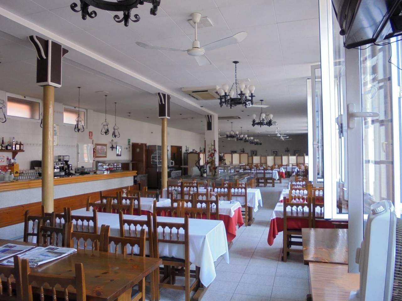 Local Comercial  Pueblo. Restaurante de renombre en pleno funcionamiento, en edificio de