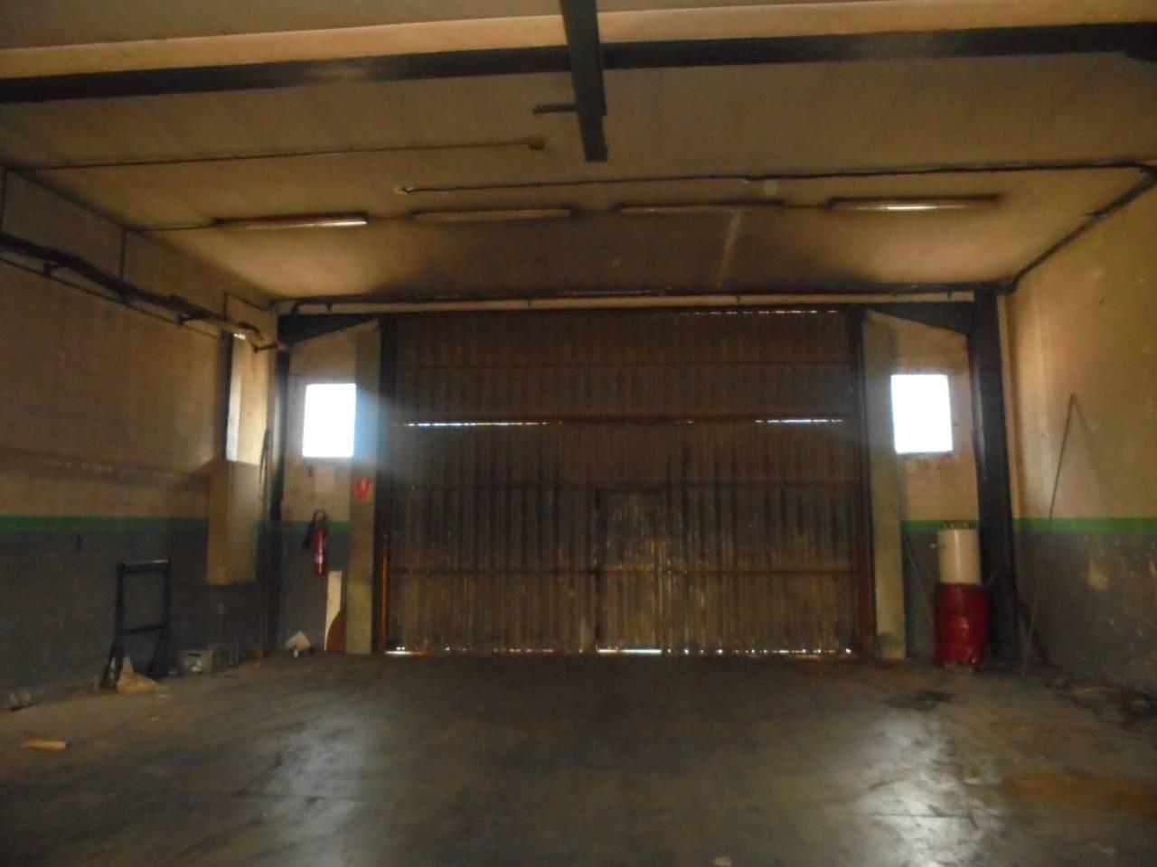 Fabrikhalle  Polig.industrial. Nave industrial de 1820m2 con un altillo de 200(oficinas y vestu