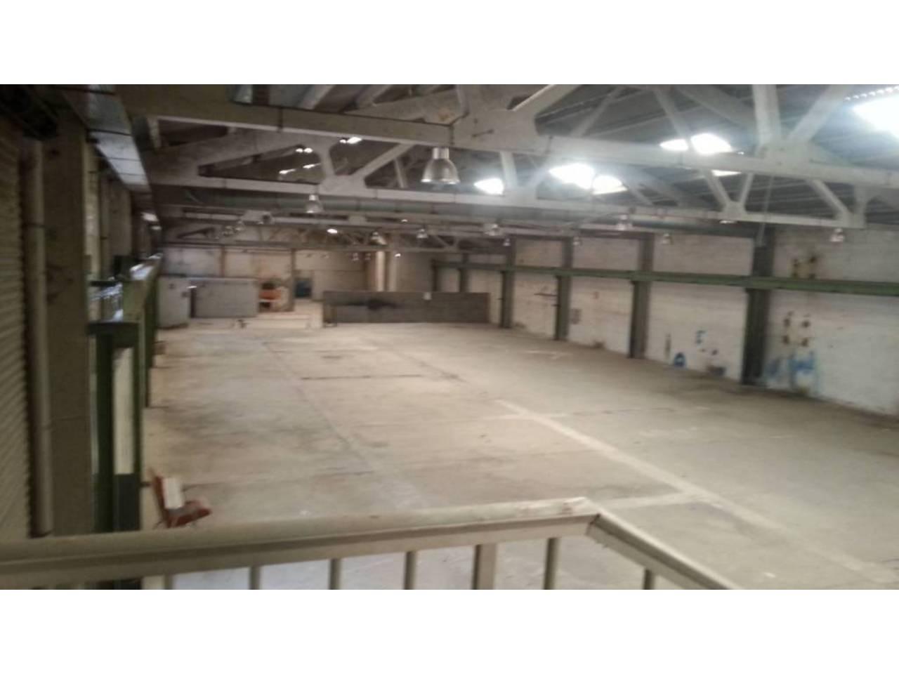 Lloguer Nau industrial  Poligono industrial. Superf. 1625 m², 1470 m² solar,  4 aseos, salida de humos, alcan
