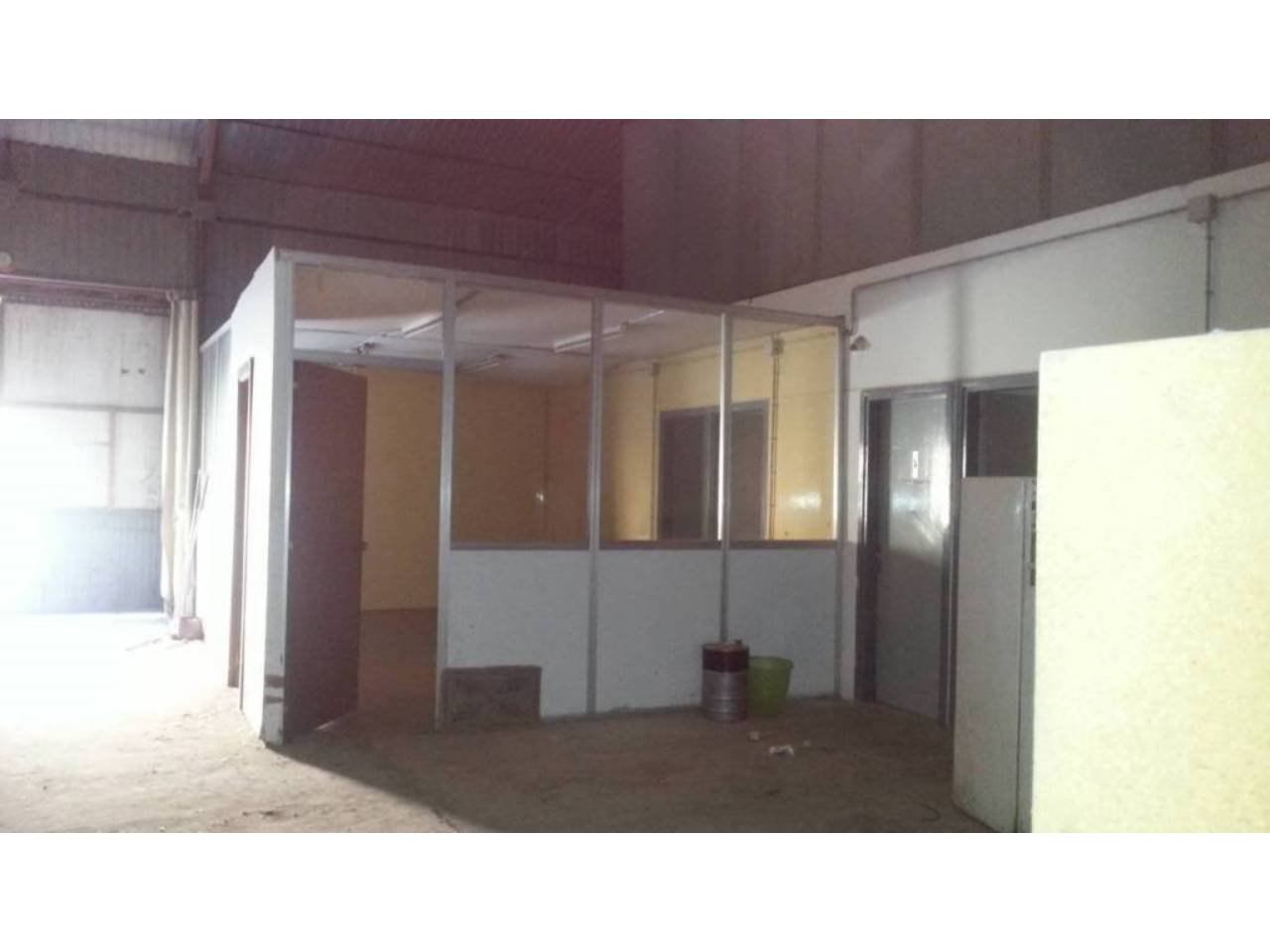 Lloguer Nau industrial  Poligono industrial. Superf. 1060 m², 1060 m² solar,  2 aseos, alcantarillado, asfalt