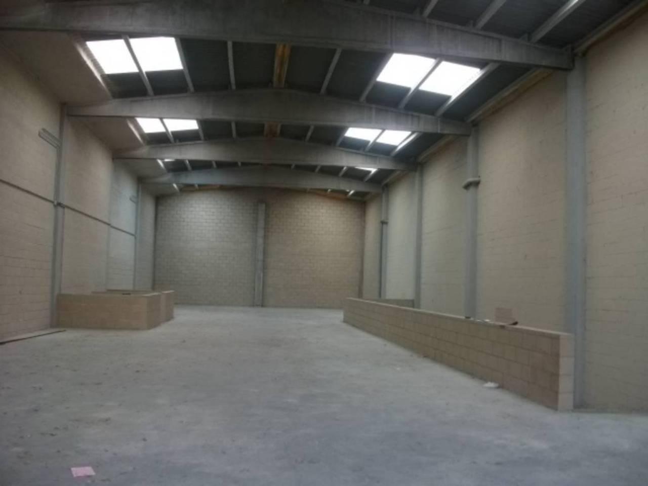 Miete Fabrikhalle  Zona bufalvent. Nave industrial en dos plantas y cada planta de 430m2, ademas de
