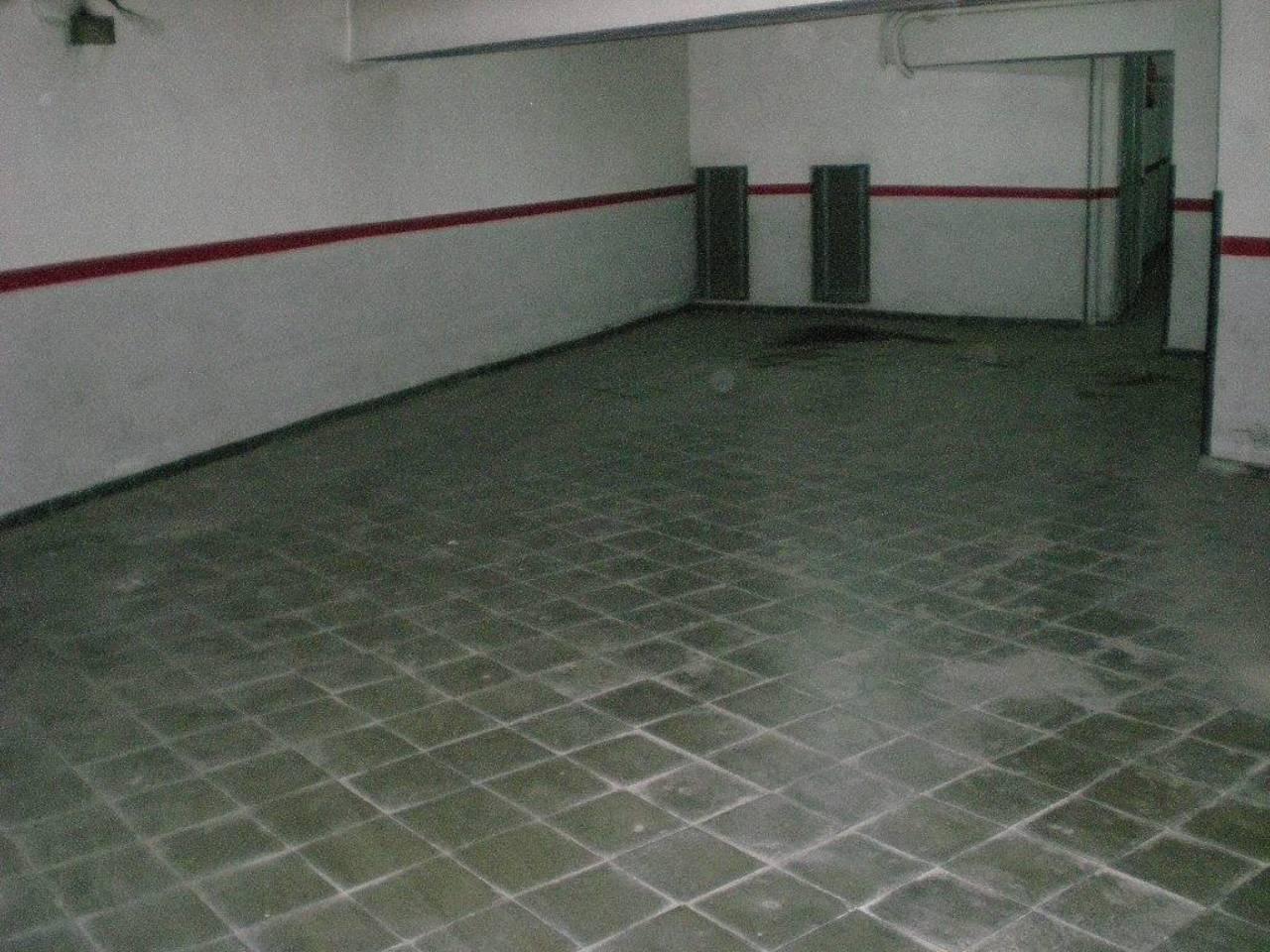 Aparcament cotxe  Zona passeig pere iii. Superf. 32 m², 3 plazas, subterráneo, cerrado, trastero.