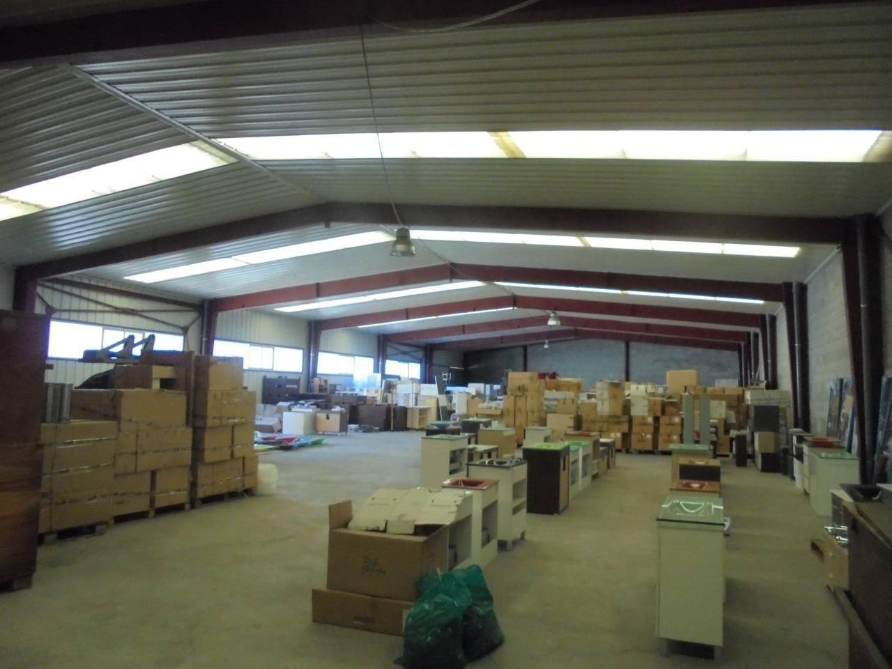 Miete Fabrikhalle  Sant joan d en coll. Nave-almacen de 6000m2, repartidos en 2 planta con 3000m2 en cad