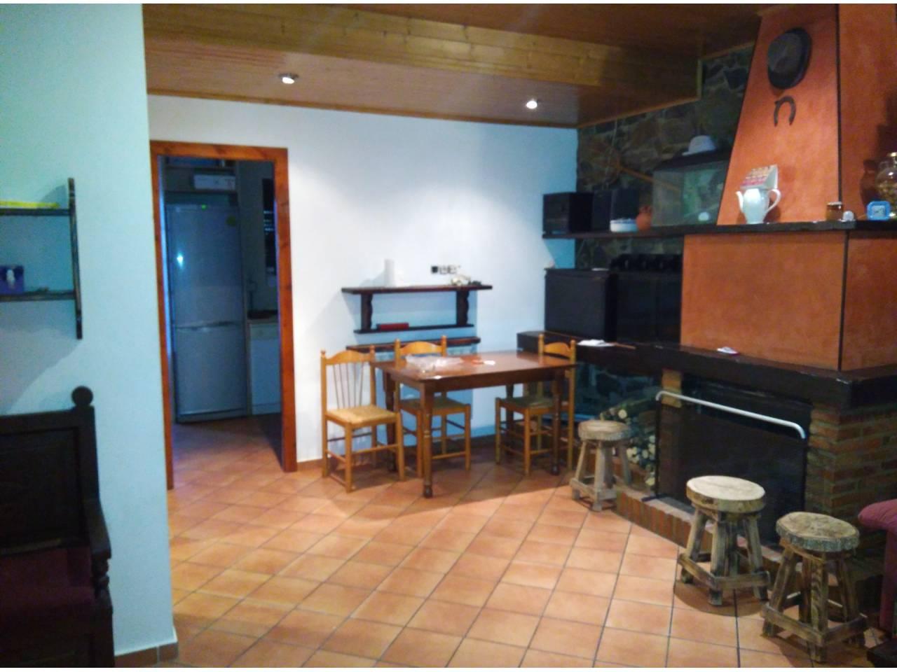 Casa  Carretera. Casa adosada de dos plantas, en venta en Callús de 140 m2 de pie