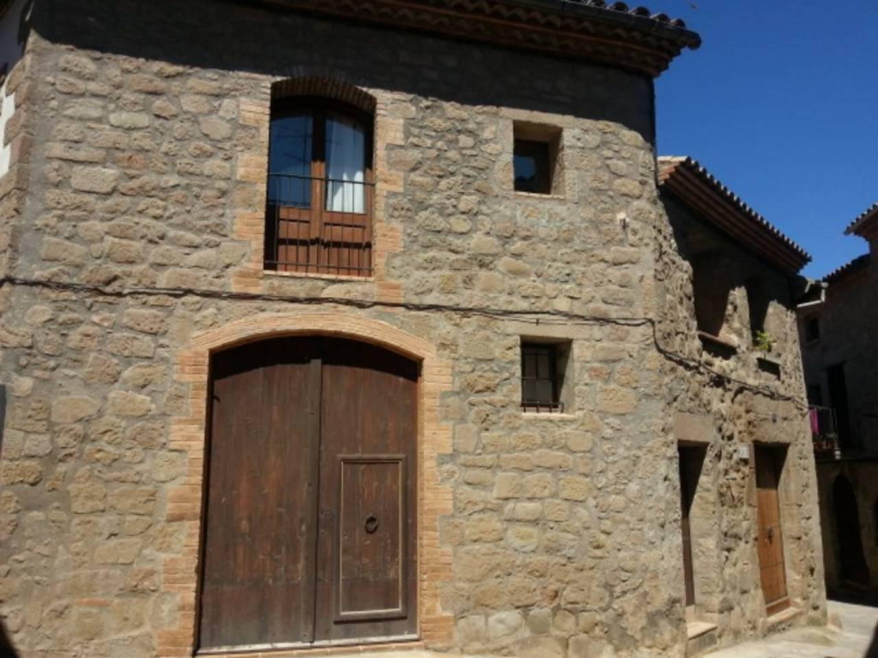 Affitto Casa  Poble. Casa de pueblo tipica catalana, esquinera y de tres plantas.viv