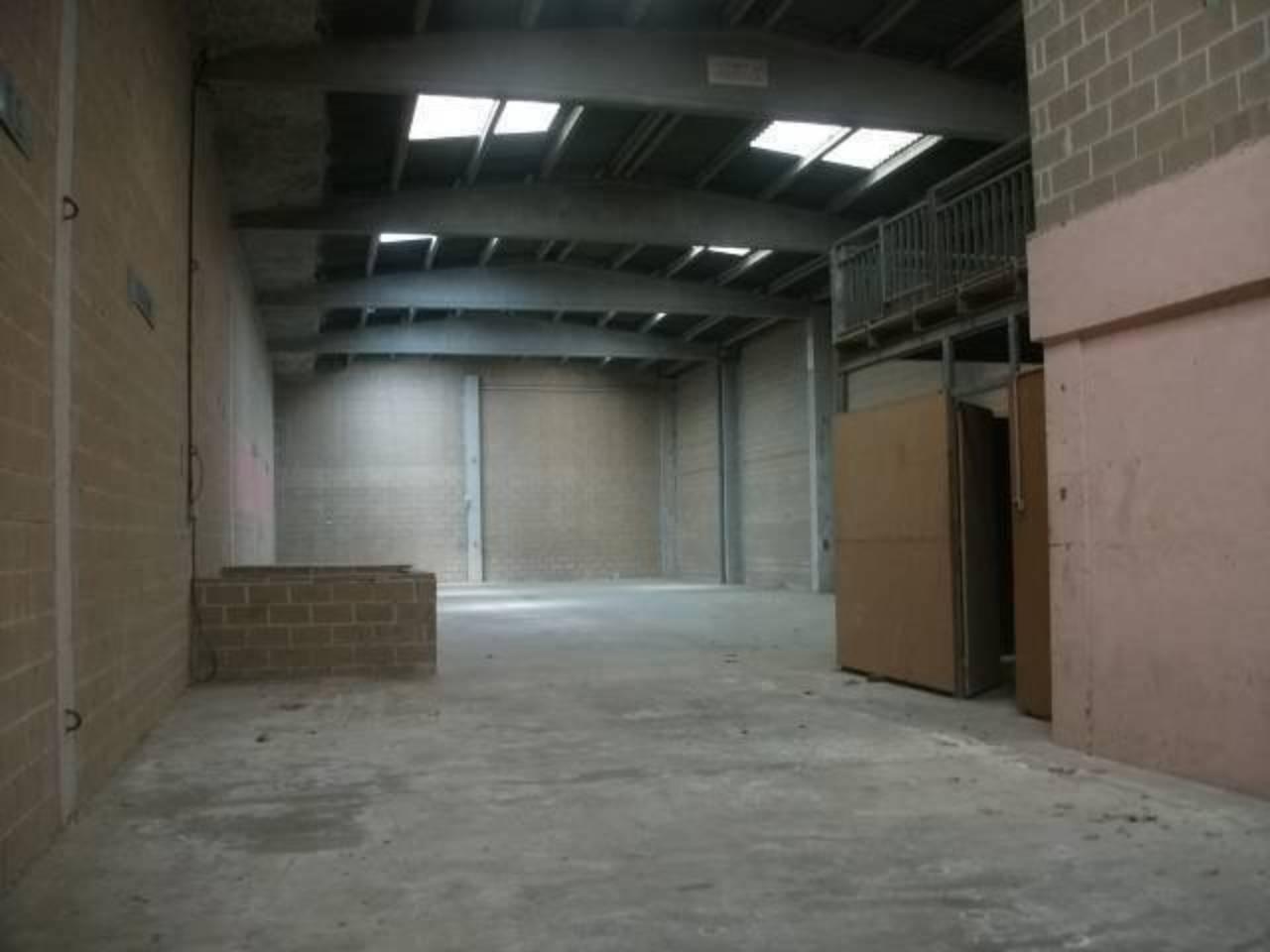 Lloguer Nau industrial  Polig.bufalvent. Nave industrial de 480m2 y un patio de 100m2.hay oficinas en dos