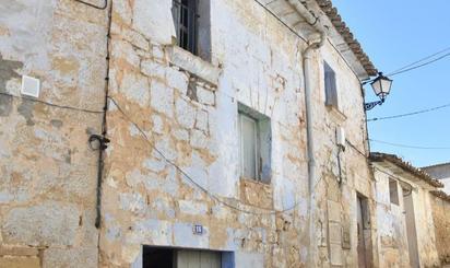 Cases adossadas en venda amb pàrking barates a España