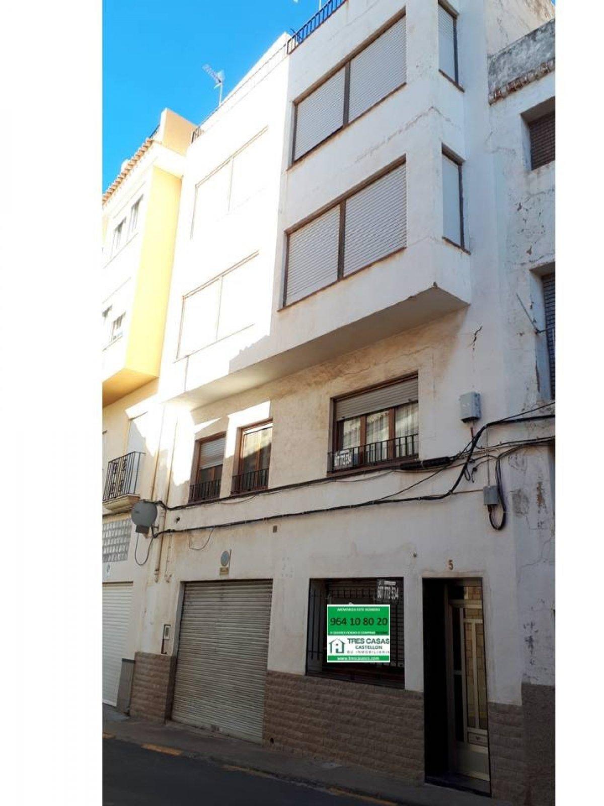Alquiler Casa  Lucena del cid ,centro. Casa de 4 alturas, garaje más 4 plantas en lucena del cid, ideal