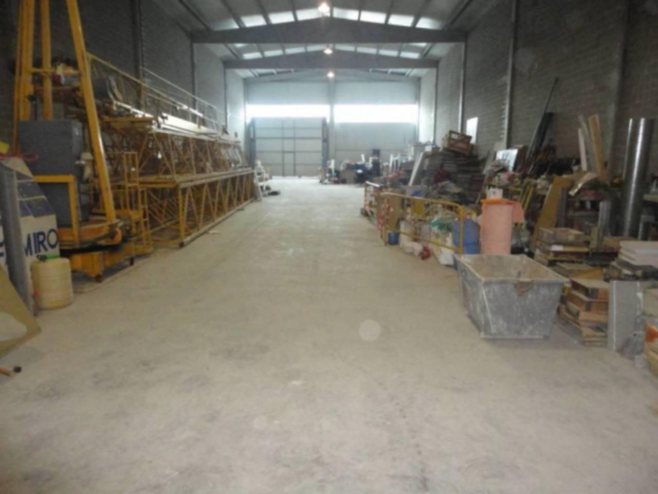 Alquiler Nave industrial  Poligono industrial camí dels frares c. Polig. cami del frares, superf. 1000 m², útil 1000 m²,  1 aseo,
