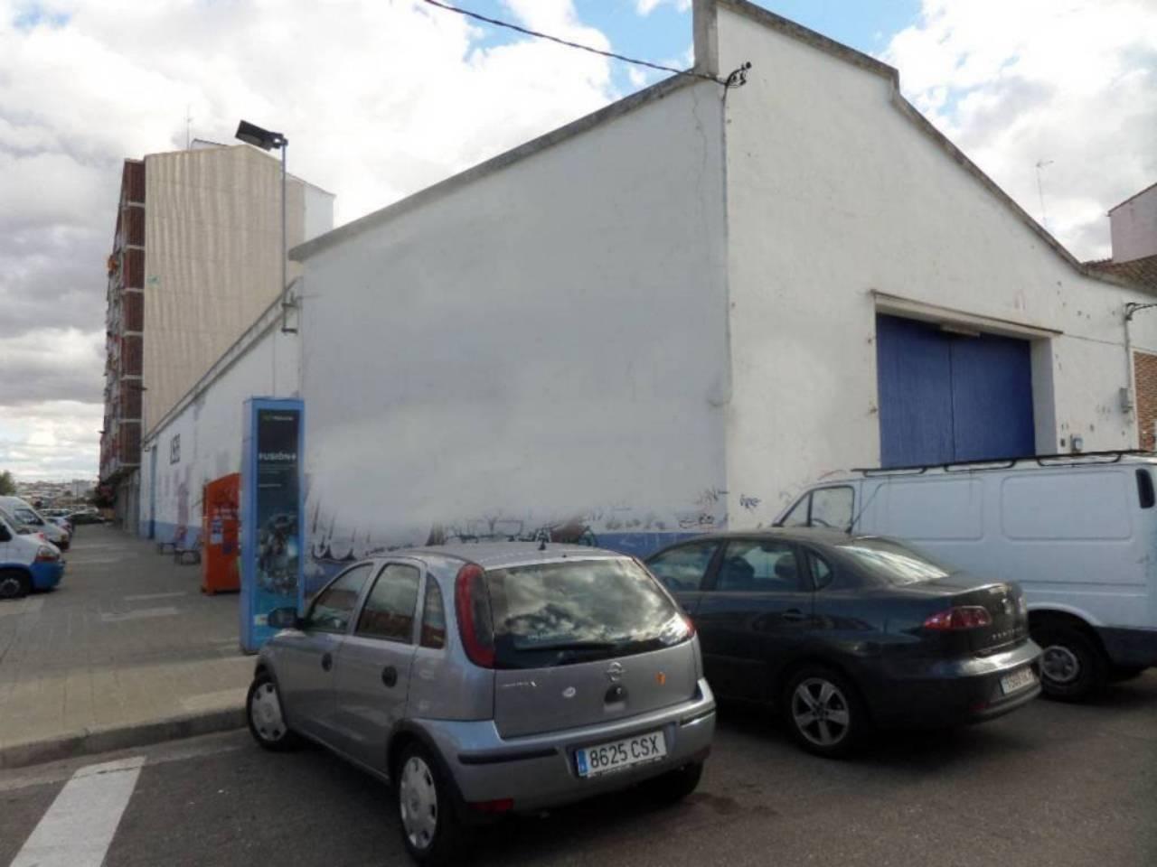 Alquiler Nave industrial  Calle jeronin pujades. Pardinyas - jeronim pujades, superf. 750 m², útil 750 m², 804 m²