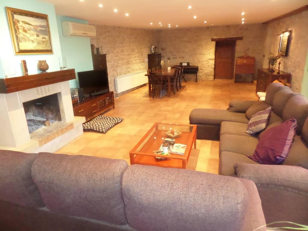 Casa  Els omellons. Els omellons, casa superf. 474 m², útil 474 m², 199 m² solar,  4