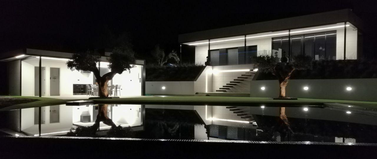 Casa  Rodacanters. Chalet de obra nueva de diseño