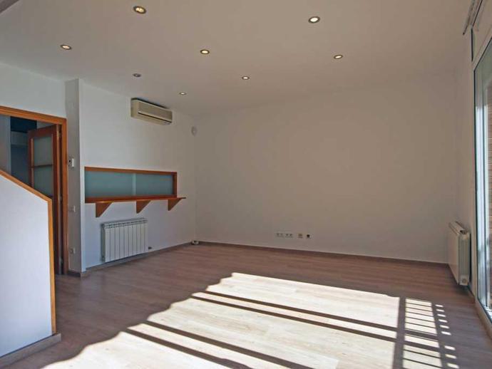 Foto 2 de Casa o chalet en venta en Carrer de Besalú El Camp de l'Arpa del Clot, Barcelona