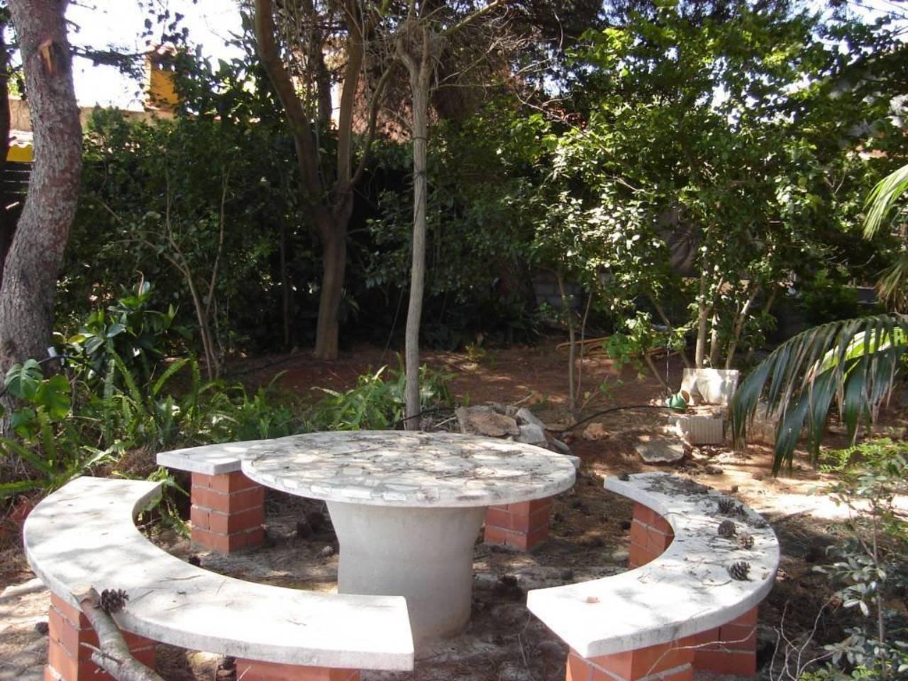 Casa  Urbanización redonda. 10520 m² solar,  2 habitaciones (2 dobles),  1 baño, alumbrado,
