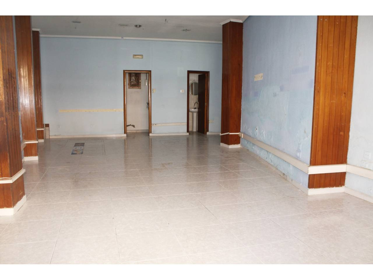 Rent Business premise  Calle major. Superf. 65 m²,  1 aseo, accesibilidad planta baja, divisiones, a