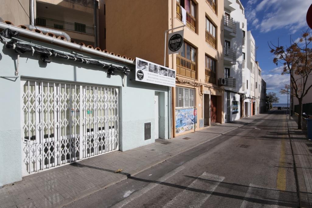 Local Comercial  Cala bona. Casa techo libre actualmente con negocio en pleno rendimiento