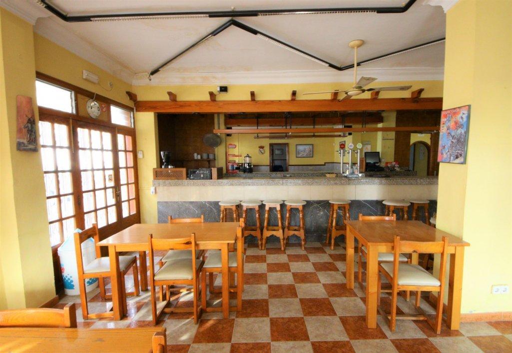 Local commercial  Arta. Bar cafeterãa en zona centro de artã