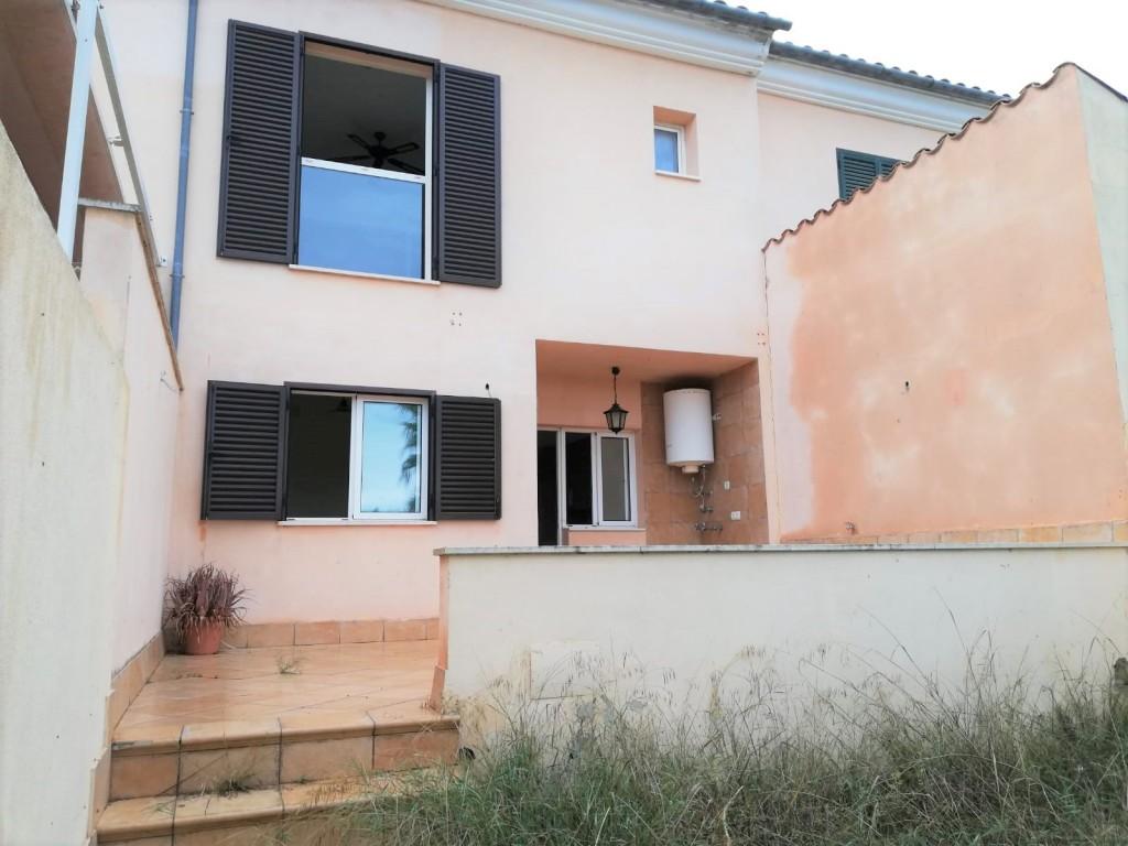 Appartement à Algaida. Acogedora casa unifamiliar adosada con terraza, jardín y garaje