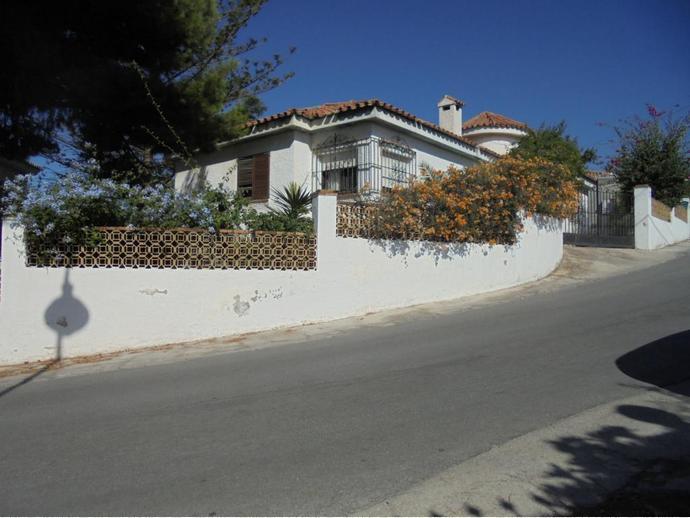 Foto 2 de Chalet en Calle Java / Puerto de la Torre - Atabal, Málaga Capital