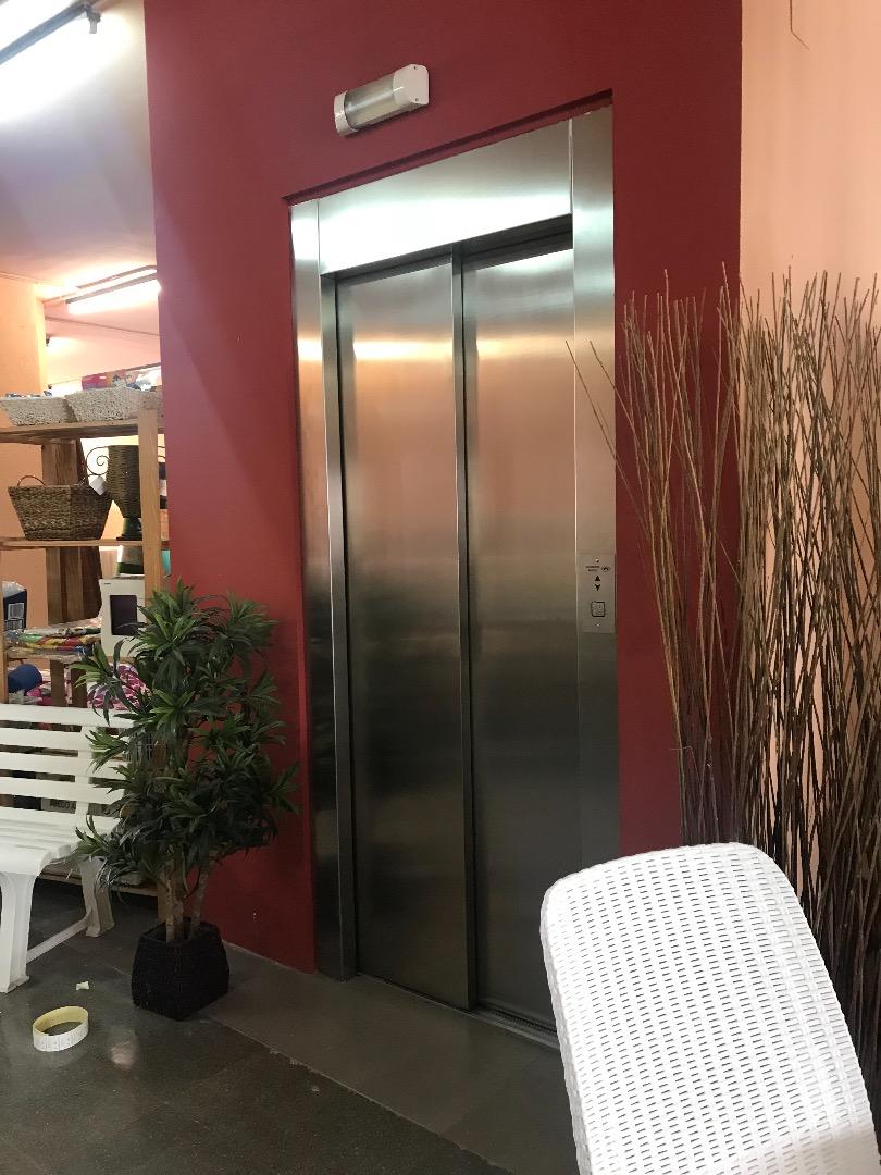 Rent Office space  Centre vila. Ideal para tienda online, oficinas de coworking, sede telefónica