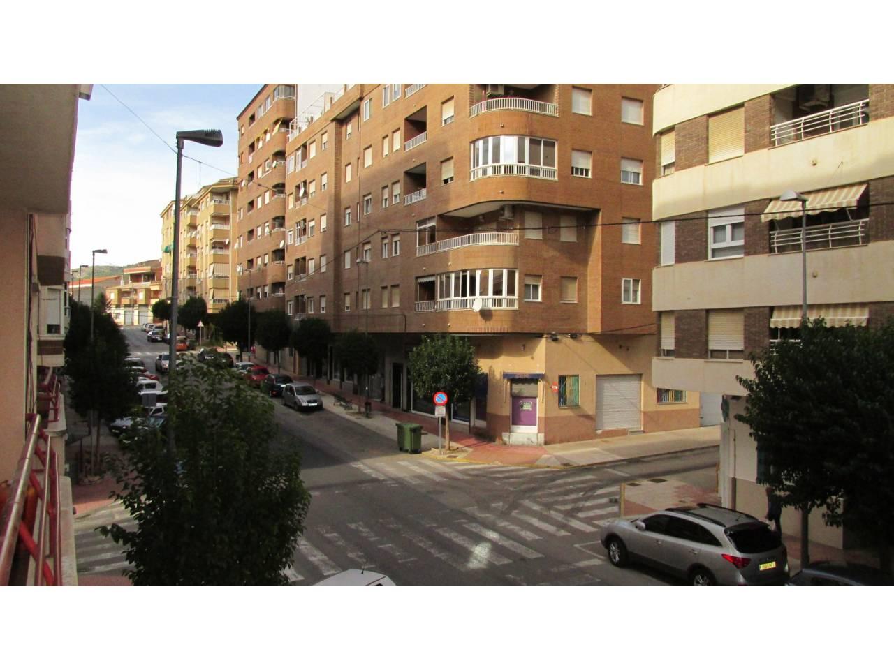 Alquiler Piso  Avenida de la paz. Situado en una de la principales avenidas de la localidad, con s