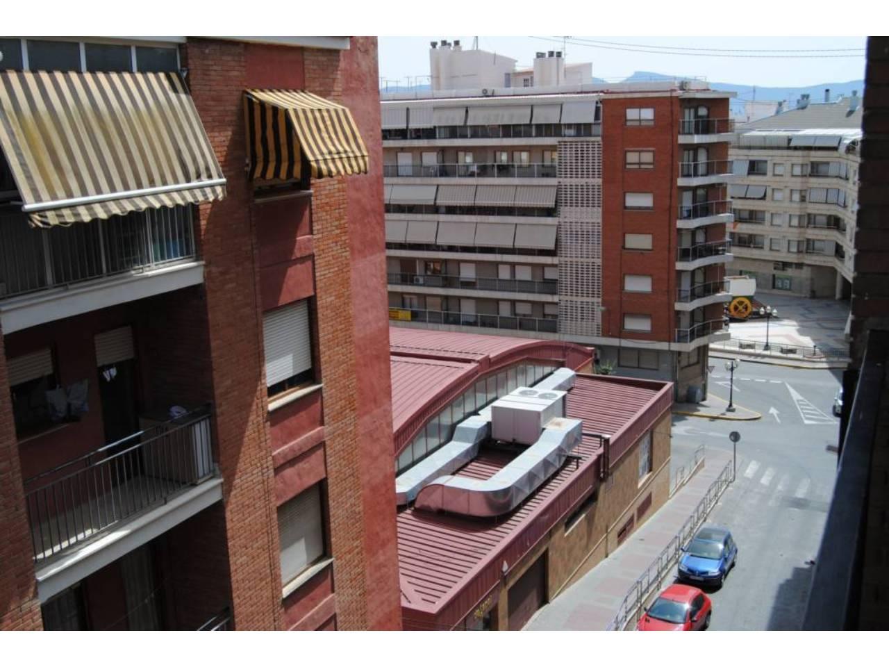 Lloguer Pis  Calle doctor  marañón, 10. Piso en alquiler, 4º c/a, al lado del mercado central y mercadon