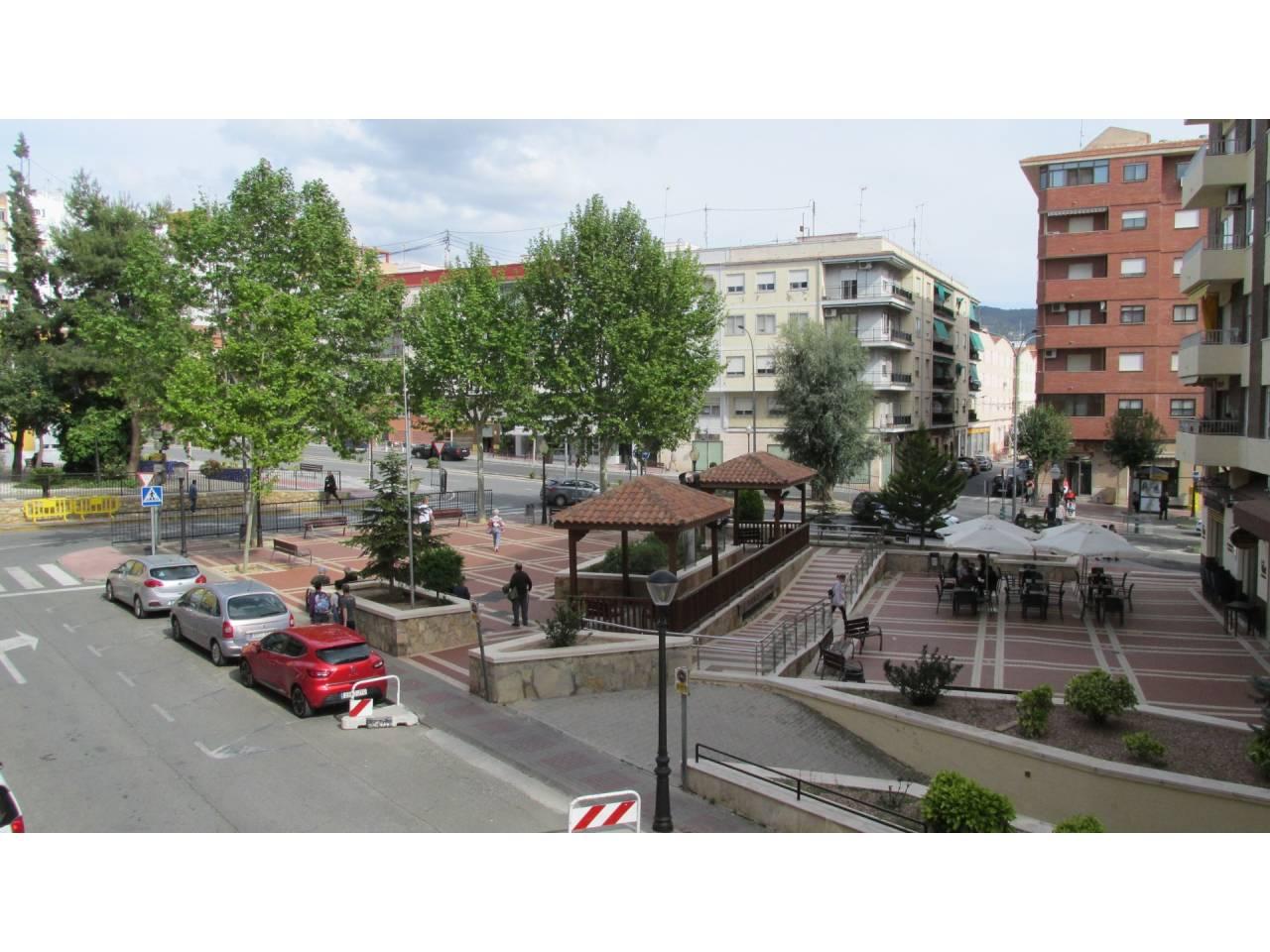 Lloguer Pis  Avenida de la paz, 6. Altura piso 1º, piso superficie total 136 m², superficie útil 10