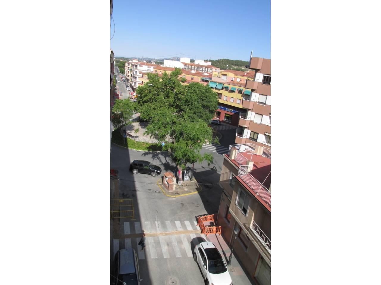 Lloguer Pis  Avenida de la paz. Piso  4º con ascensor, superficie útil 96.5 m², hab. individuale