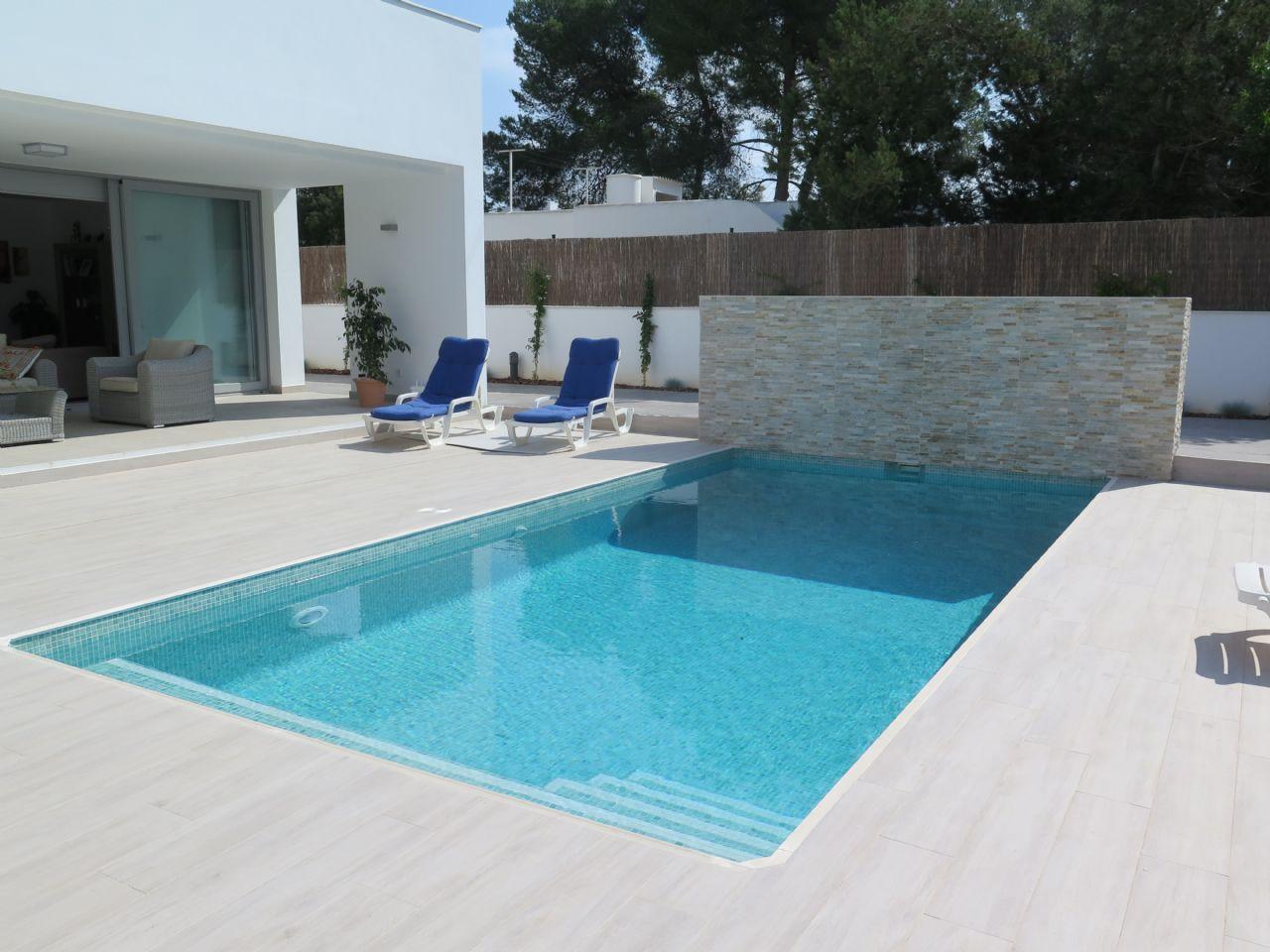 Rental House  Sant antoni. Chalet independiente con piscina privada.